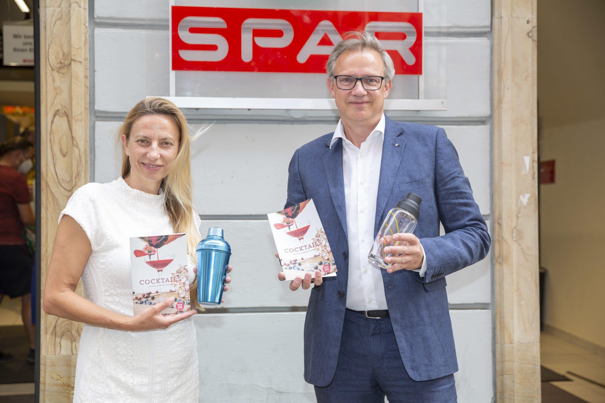 Gesundheitslandesrätin Juliane Bogner-Strauß, SPAR Steiermark und Gesundheitsfonds Steiermark präsentieren neues Rezeptheft für alkoholfreie Cocktails